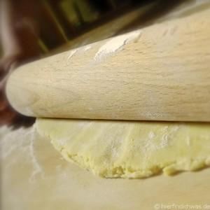 ... haben wir aus Mehl einen Teig gemacht ...