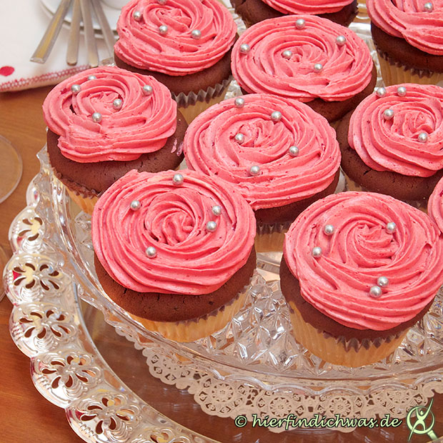 topping mit himbeeren himbeerbutterceme buttercream icing. Black Bedroom Furniture Sets. Home Design Ideas