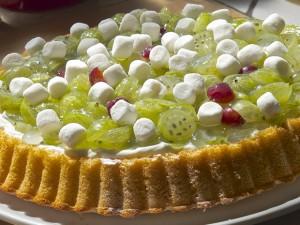 Obstkuchen mit Stachelbeeren und Marshmellows