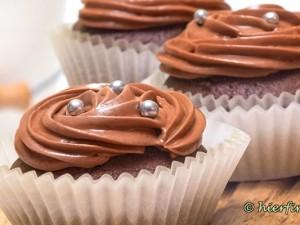 Nuss-Nougat Topping Schokoladenmuffin