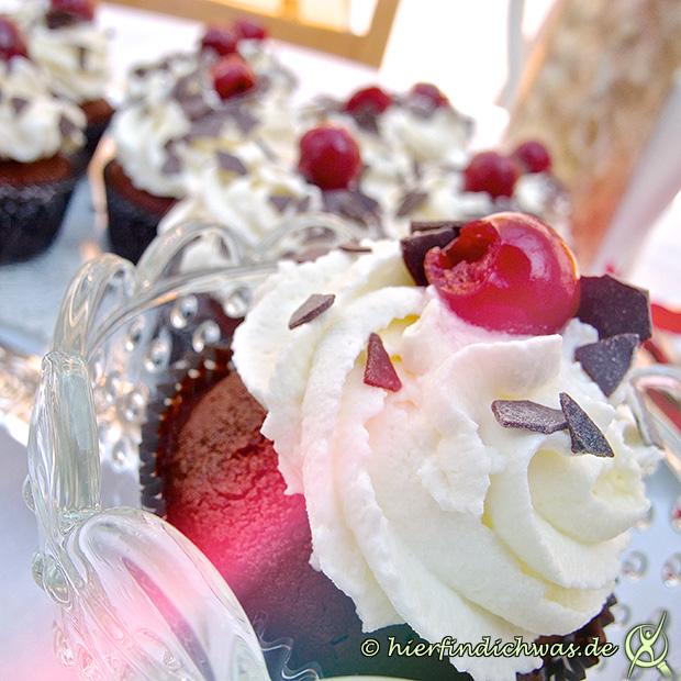 schwarzw lder kirsch cupcake schokocupcake mit kirsche. Black Bedroom Furniture Sets. Home Design Ideas