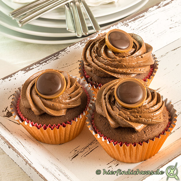 toffifee cupcakes rezept mit schokocupcaketeig. Black Bedroom Furniture Sets. Home Design Ideas