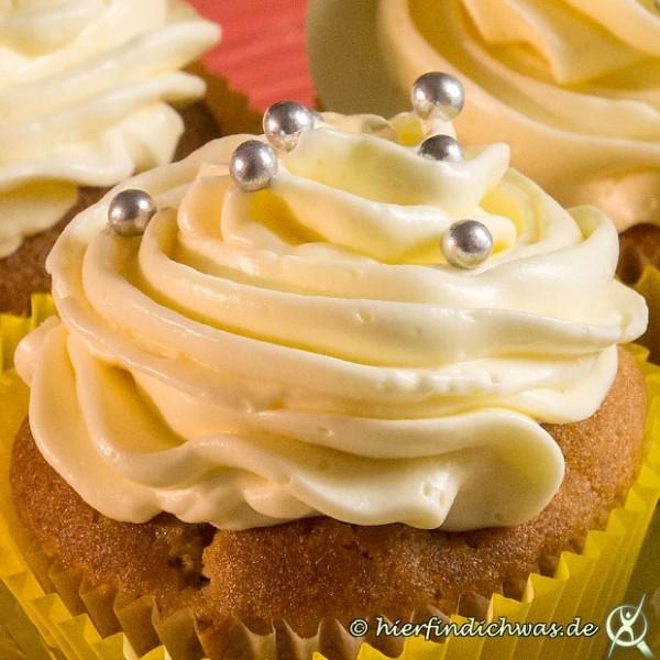 mascarponecreme rezept mit honig als cupcake topping. Black Bedroom Furniture Sets. Home Design Ideas