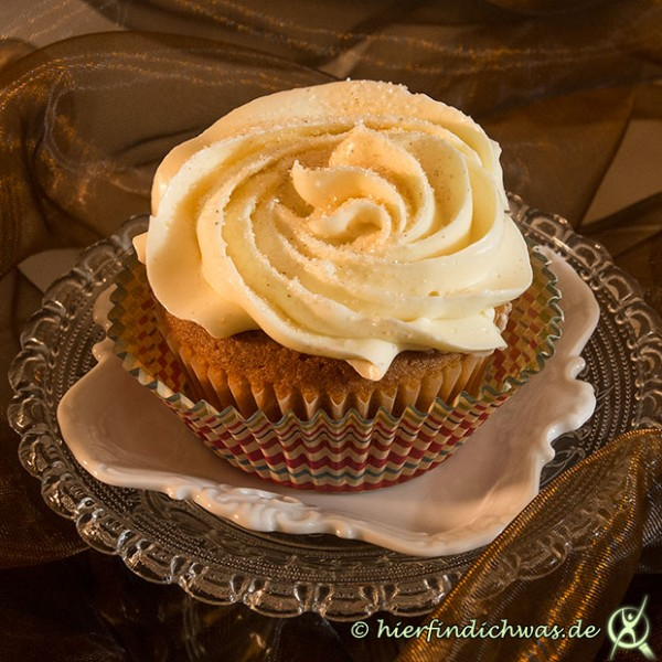 honig zimt cupcakes mit mascarpone topping bzw frosting. Black Bedroom Furniture Sets. Home Design Ideas