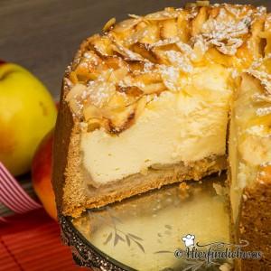 Apfelkuchen und Kaesekuchen in einem