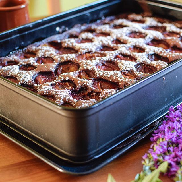 schokoladenpflaumenkuchen ein bleckuchen mit dem. Black Bedroom Furniture Sets. Home Design Ideas