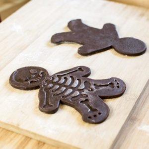 kekse f r halloween gingerdead men cookies gruselige. Black Bedroom Furniture Sets. Home Design Ideas