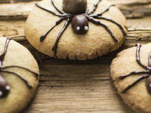 Spinnenkekse-Halloweenparty