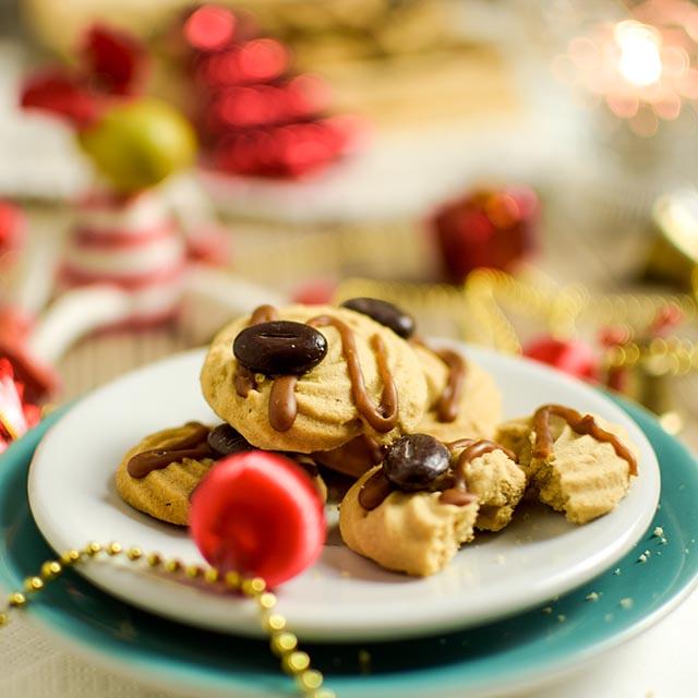 Weihnachtsplaetzchen mit Espresso