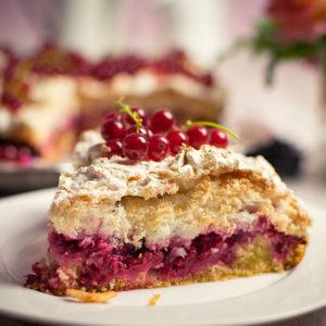 Baiserkuchen mit Beeren