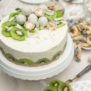 Zitronenbuttermilch-Torte mit Mandarinen und Kiwi